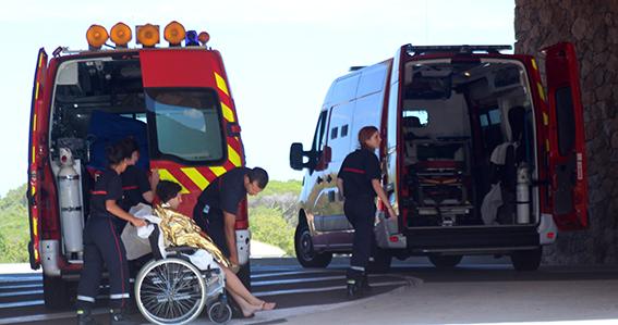 """7 plaisanciers bloqués dans la grotte des """"veaux marins""""  près de Calvi, secourus par les pompiers"""