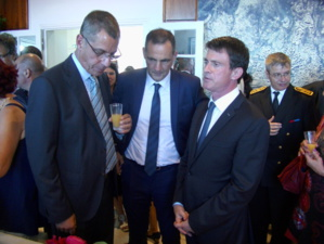 Pierre Savelli, Gilles Simeoni et Manuel Valls à Bastia.