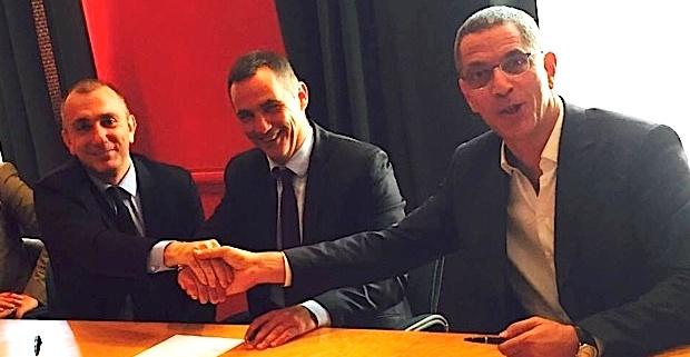 Jean-Christophe Angelini, Gilles Simeoni et Pierre Savelli, signant l'acquisition de l'îlot de la Poste de Bastia.