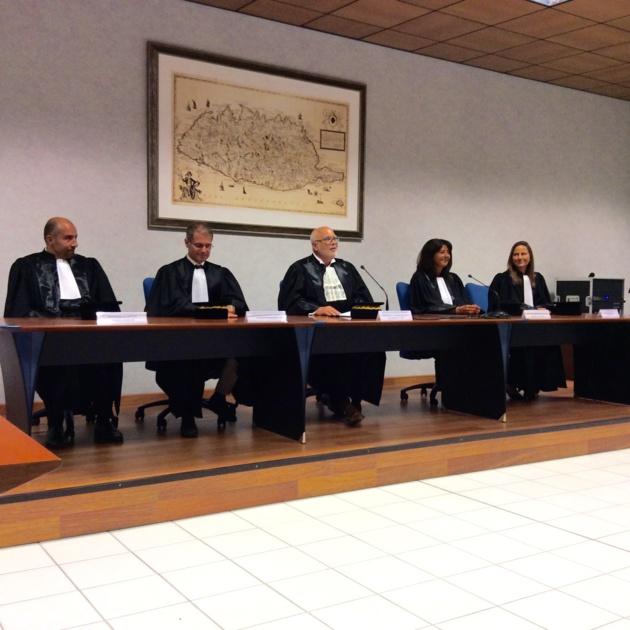 De gauche à droite : Jan Martin, Premier conseiller, François Gajan, Président de section, Jacques Delmas, Président de la Chambre régionale des comptes de Corse, Carole Saj, Conseillère et Christine Castany, Première conseillère