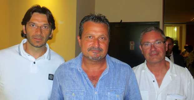 Alain Mosconi, patron du STC Marins, entouré de membres du syndicat corse.