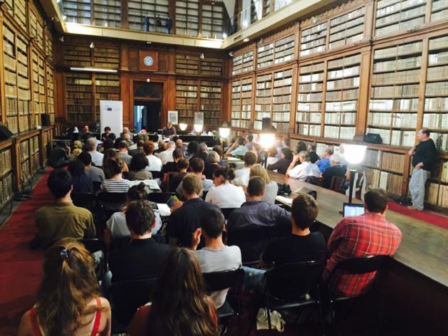 Salle combre pour le débat citoyen organisé sur les thématiques de biodiversité, Natura 2000 et la lutte contre les maladies touchant les végétaux.