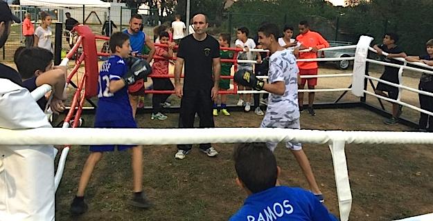 Les futurs adhérents ont enfilé les gants de boxe de l'American Boxing Club