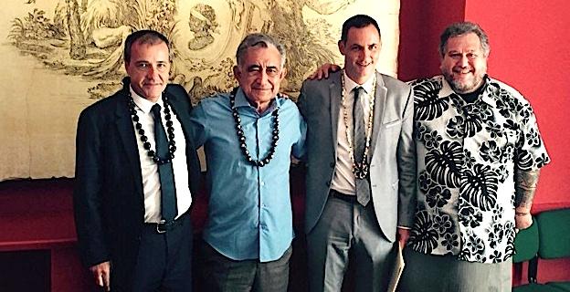 Oscar Temaru entre Jean-Guy Talamoni et Gilles Simeoni lors de sa visite en Corse
