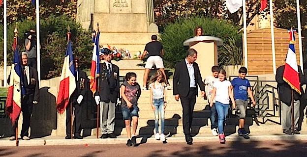 Les enfants de l'école Campanari avec le maire de Bastia Pierre Savelli