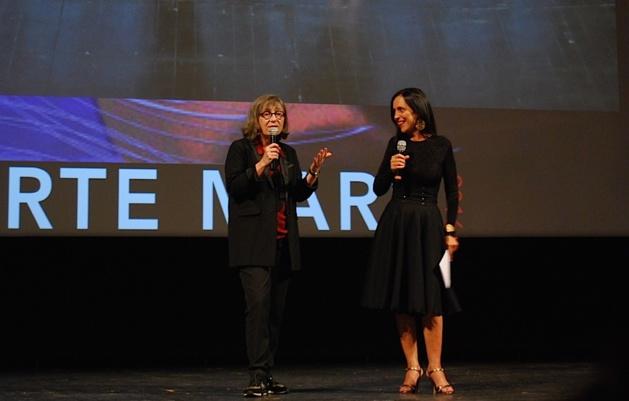 Patrizia Poli, charmante présentatrice du Festival, et Michèle Corrotti, présidente du Festival. (Ph0otos ©Laurent Hérin)