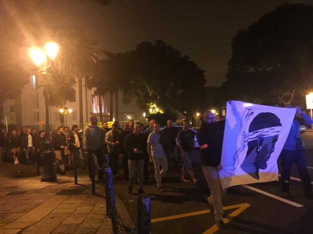 Manifestation nocturne des policiers dans les rues de Bastia