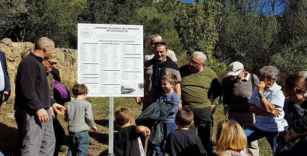 Une plaque commémorative sur le site du cimetière des enfants de Castelluccio