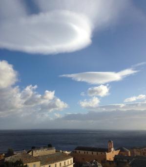 """""""E sepie"""" dans le ciel bastiais témoignent de la violence du vent. (Photo B. Raffalli)"""
