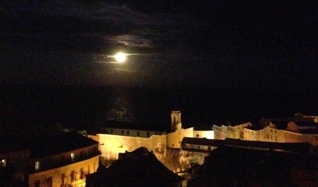 Quand la Super Lune se lève sur la Tyrrhénienne, Bastia en profite