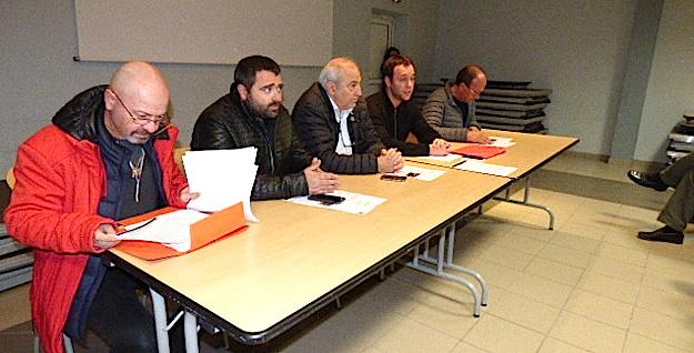 De gauche à droite, le docteur Antoine Grisoni (UPRS de Corse), Ghjuvan Santu Le Mao (Femu a Corsica), François Benedetti ( Elu territorial Corsica Libera), Esteban Saldana (Corsica Libera) et Louis Cesari (Président de la Com Com Fium'orbu Castellu). .
