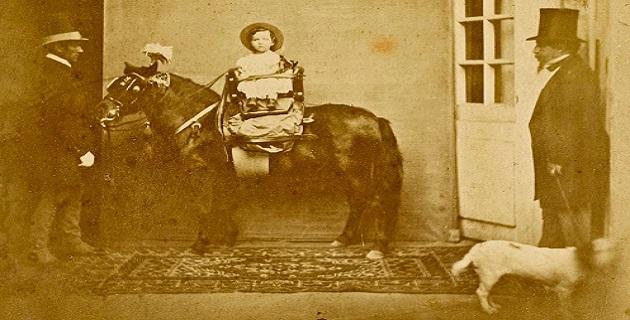 Le Prince impérial sur son poney, en présence de l'empereur