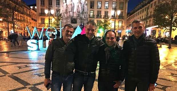 Sébastien Simoni, président de Femu Qui, et Jérôme Pietri, fondateurs de Campux Plex, WMaker & GoodBarber, au Web Summit de Lisbonne, accompagnés du président Jean-André Miniconi et du directeur de la Chambre de commerce et d'industrie de Corse du Sud (CCI2A).