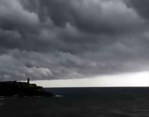 Bastia avant l'orage (Photo Carine Poletti-https://www.facebook.com/pages/Corsica-the-Island/310747848962492)