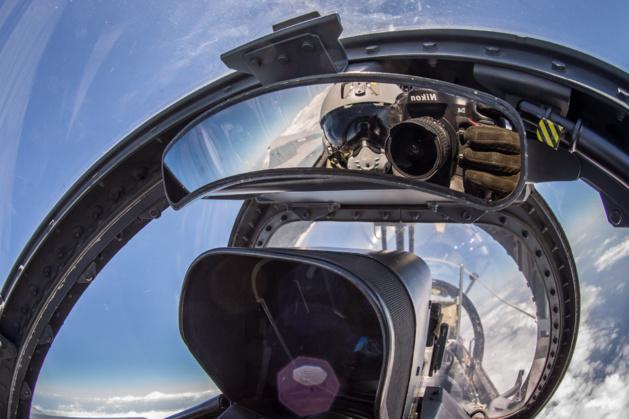 Même dans le cockpit d'un mirage, le Nikon est à portée de main. (Photo SD)