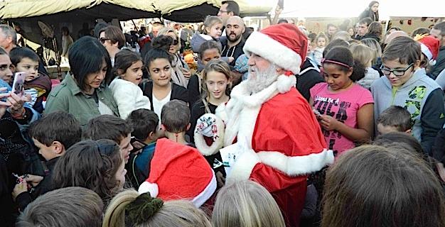 Un magnifique Père Noël très attendu des enfants et des plus grands.