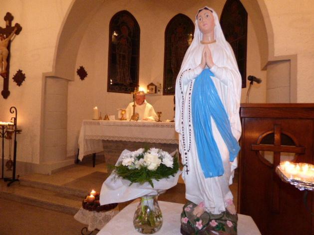 L'abbé Renucci a célébré l'office en l'honneur de l'Immaculée Conception Reine de la Corse.