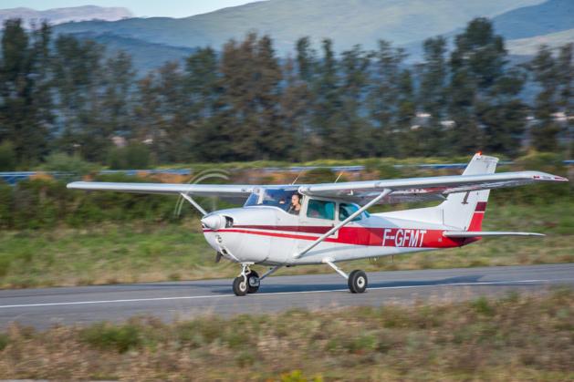 Angélique Duriani membre de l'aéroclub Ghisonaccia Alzitone s'apprête à décoller. (Photo Sébastien Dupont)