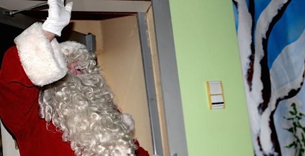 Spectacle et Père Noël à la halte-garderie de Calvi