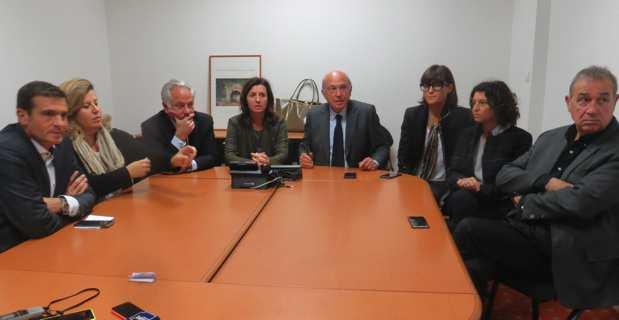 """Le groupe de droite """"Le Rassemblement"""", autour de son président, José Rossi, à l'issue du vote sur le SRDE2I à l'Assemblée de Corse."""