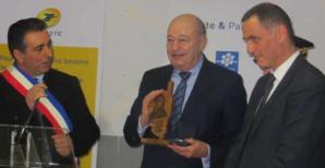 Jean-Michel Baylet, ministre de l'aménagement du territoire, de la ruralité et des collectivités territoriales, entouré d'Antoine Orsini, maire de Castellu-di-Rustinu, et Gilles Simeoni, président du Conseil exécutif de Corse.