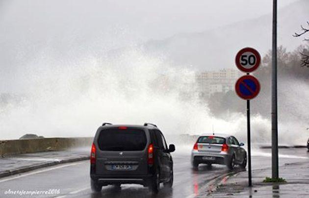 Sur la route du Front de mer de Bastia (Pierre Olmeta)