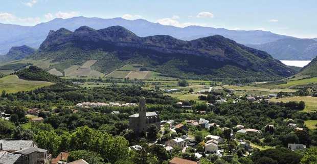 Le village de Patrimoniu et l'église San Martinu. Crédit photo : Christian Andreani.