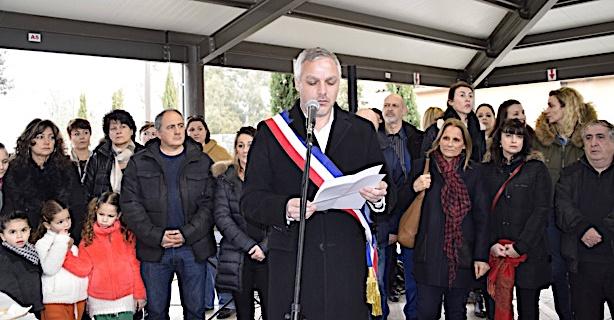 Le maire de la commune dans l'exercice habituel des voeux.