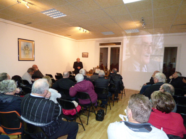 Beaucoup de monde pour cette conférence au village de Solaro.