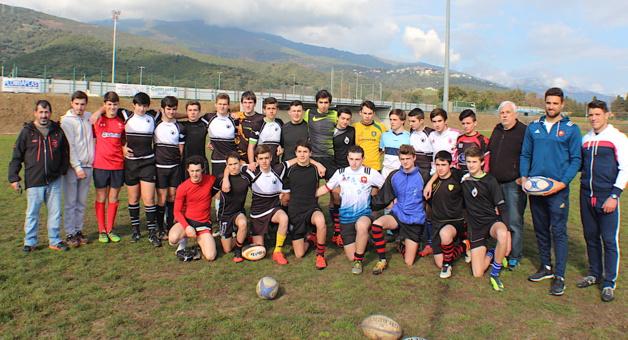 Sacha Valleau et Jérémy Aicardi (à droite) avec les U 16 de Corse