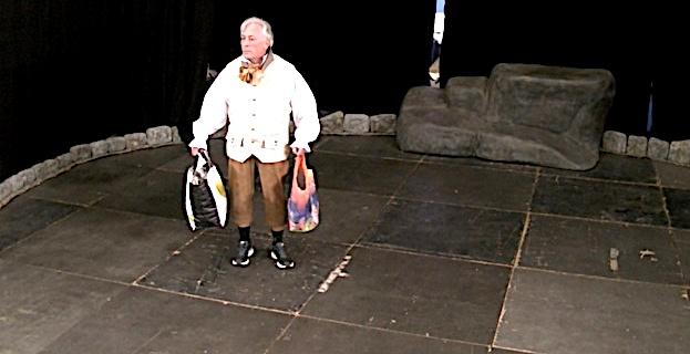 Théâtre : Un homme marche seul, le long des routes… Magistral Philippe Ambrosini…