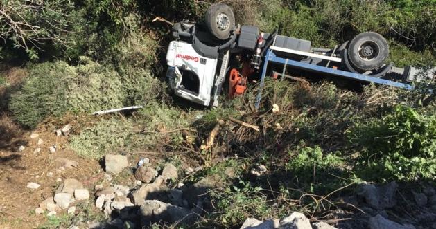 Avapessa : Un poids lourd sort de la route. Le conducteur évacué par hélicoptère
