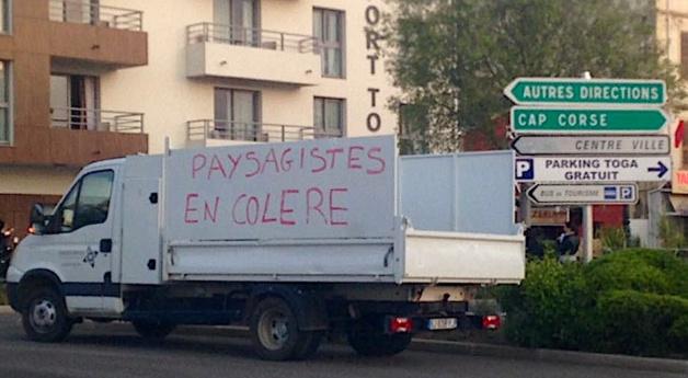 Bastia : Les pépiniéristes en colère ont bloqué le port