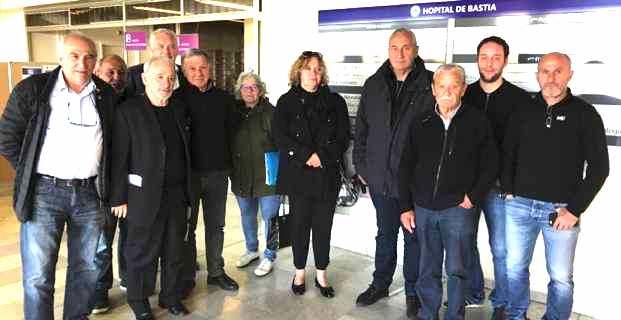 Le Collectif Per a Salute in Piaghja Urientale, à l'issue de la réunion à l'hôpital de Bastia.