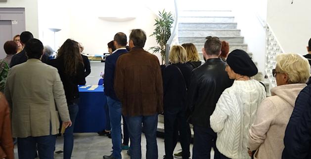 Il fallait faire la queue à l'hôtel de Ville de Bastia