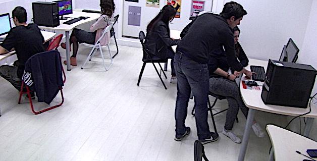 Bastia : Un atelier de recyclage de PC au CRIJ de Corse