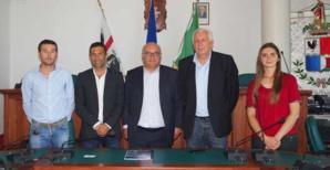 Pier Luigi Caria, assessore di l'agricultura, le président du Consortium D'Assainissement de la Gallura, Marco Marrone, le président Saveriu Luciani et les ingénieurs de l'OEHC.