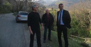 Gilles Simeoni à la rencontre des maires, ici à Carpinetu avec le maire, Marcel Ferrari, et son premier adjoint.