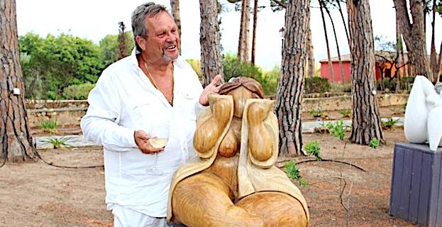"""Le sculpteur Frets expose dans le domaine du palace Calvais de """"La Signoria"""""""
