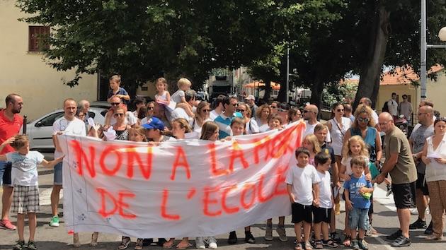 Petranera : Les parents d'élèves protestent contre la suppression d'une classe maternelle