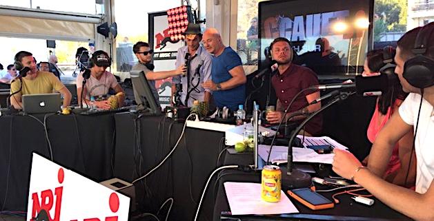 """Cauet enflamme """"A Siesta Beach"""" à Lisula pour son Live radio"""