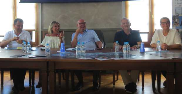 Jean Domininci, président de la CCI2B, entouré de François Tatti, président de la CAB, Linda Piperi, adjointe au maire de Bastia en charge des animations, Patrick Sanguinetti, président de la Commission Commerce urbain à la CCI2B, et Mme Montecatini, représentant le Crédit agricole.