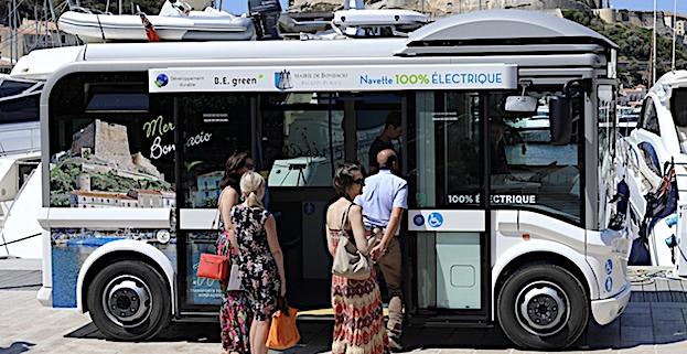 Bonifacio organise son réseau de transport propre  avec le 1er minibus 100% électrique livré en Corse