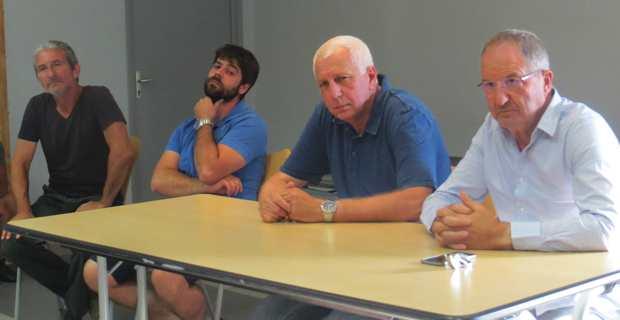 Le président de la FDSEA, Joseph Colombani, aux côtés de son homologue du syndicat des jeunes agriculteurs de Corse du Sud, Jean-Christophe ARRII, du président de l'Office hydraulique, Saveriu Luciani, et du président délégué de la Chambre d'agriculture, Jean-Marc Venturi.