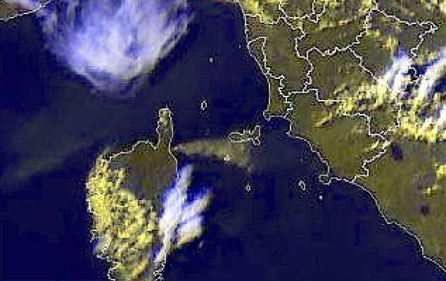 Les fumées d'Olmeta-di-Tuda et de Biguglia jusqu'à l'Ile d'Elbe