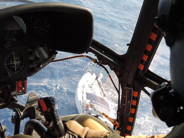 L'escadron d'hélicoptères de la BA 126 au secours d'un voilier à la dérive à l'Ouest d'Ajaccio