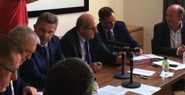 Signature des contrats de ruralité entre les différents partenaires : Etat, CTC et communautés de communes.