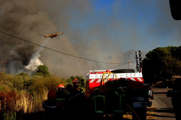 Incendie tr s virulent suare maisons menac es et for Anti incendie maison