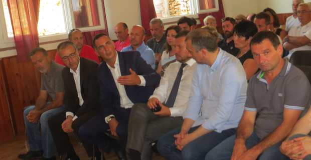 Les responsables territoriaux et le sous-préfet de Corte à Campile.