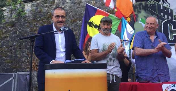 Jean-Guy Talamoni, président de l'Assemblée de Corse et leader du parti indépendantiste, Corsica Libera, prononçant son discours au meeting de clôture des Ghjurnate internaziunale 2017.